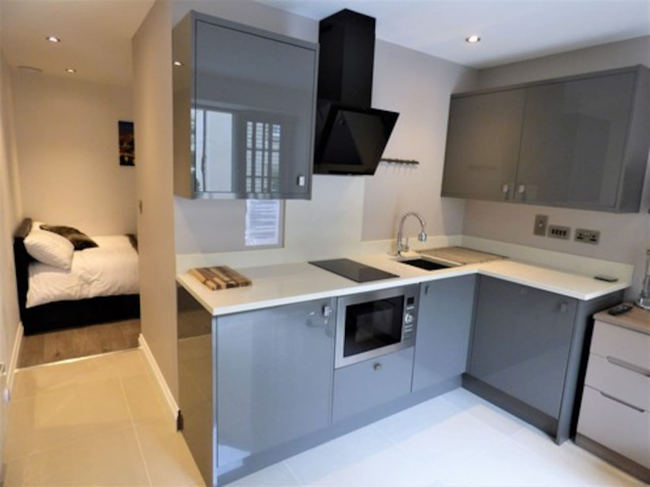 Luxury Double Bedroom Studio with High Gloss Furniture