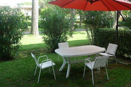 Grazioso bilocale in residence con giardino - Bibbona