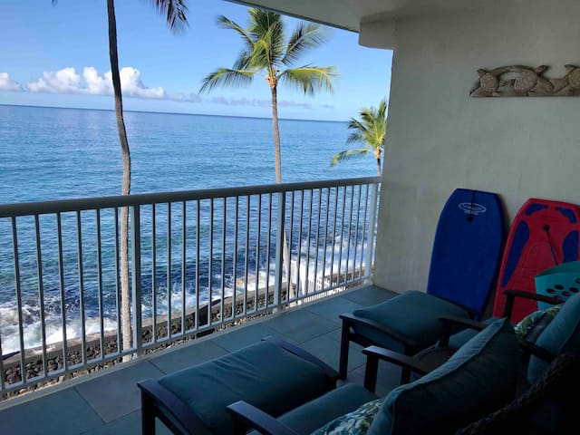 Absolute Ocean Front For Two