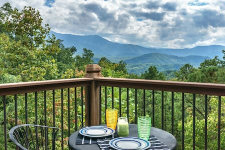 A VIEW FOR ALL SEASONS- Wow  view- Wow the  cabin - Gatlinburg - Zomerhuis/Cottage