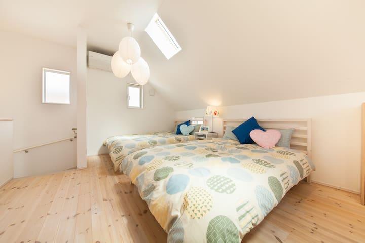 ダブルベッド(2F)/Double beds