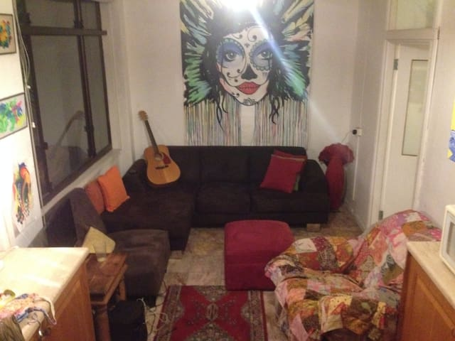 Empire Mansions - Spacious Private Room - Manly - Departamento