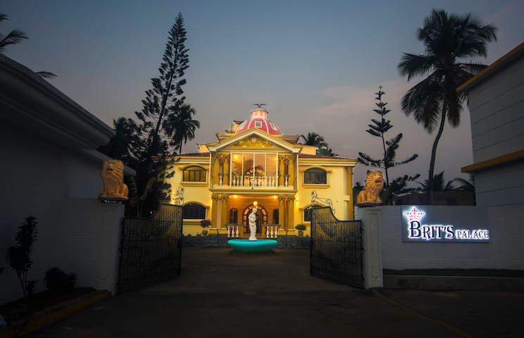 Brit's Palace, Goa, India. - Pension