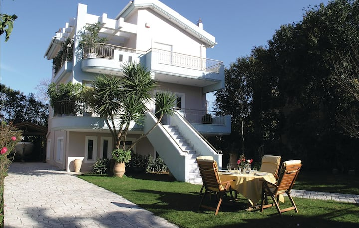 Stunning home in Kamares Aigio Pel. with WiFi and 4 Bedrooms