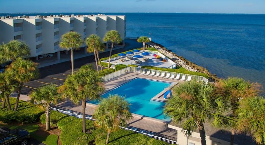 2 RESORT STYLE SUITES W/ WATER VIEWS, BEACH & POOL
