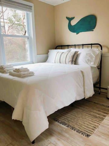Bedroom 1, Queen Bed