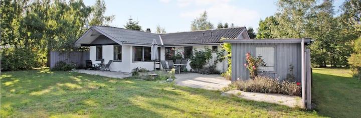 Sommerhus/400 m fra havet/Privat have +2 terrasser