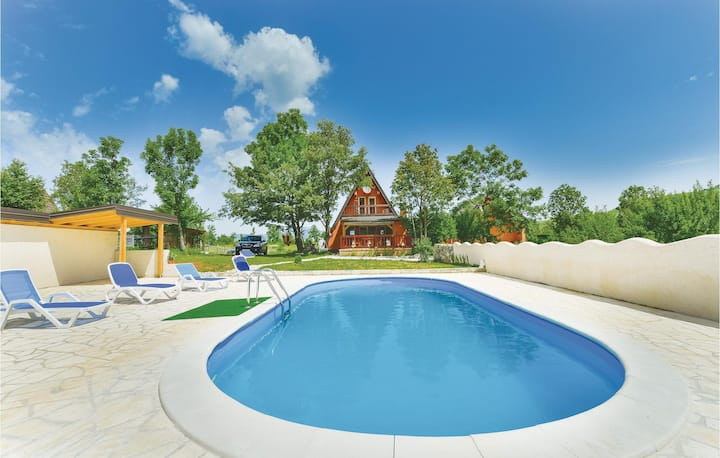Stunning home in Gracac with WiFi and 3 Bedrooms