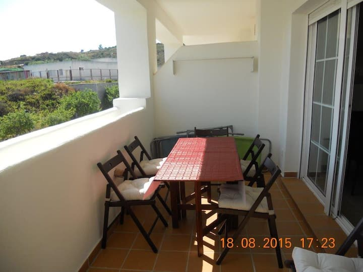 R6 Quite and nice second floor apartment