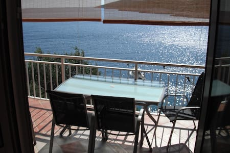 Apartment by the sea, beach below the house - Korčula - Apartamento