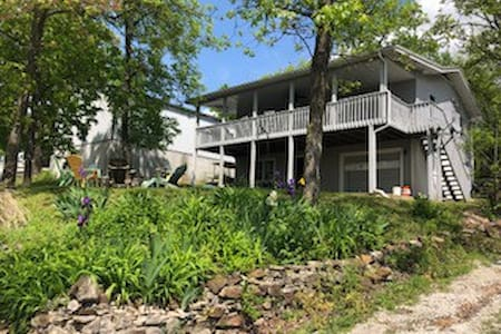 Location, location! Lake house-Hilltop Haven