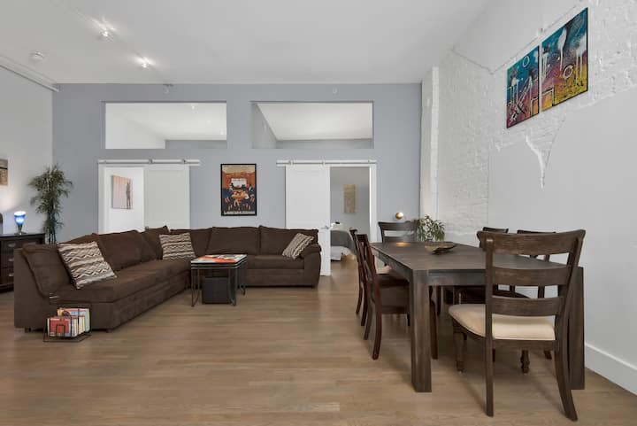 Old Port Apartment a Block From The Waterfront.  25% Discounts