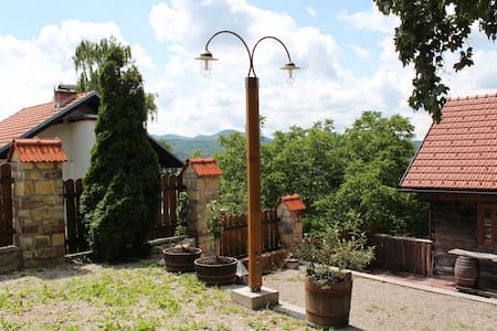 Authentic Rural Family House - Samobor - Aamiaismajoitus