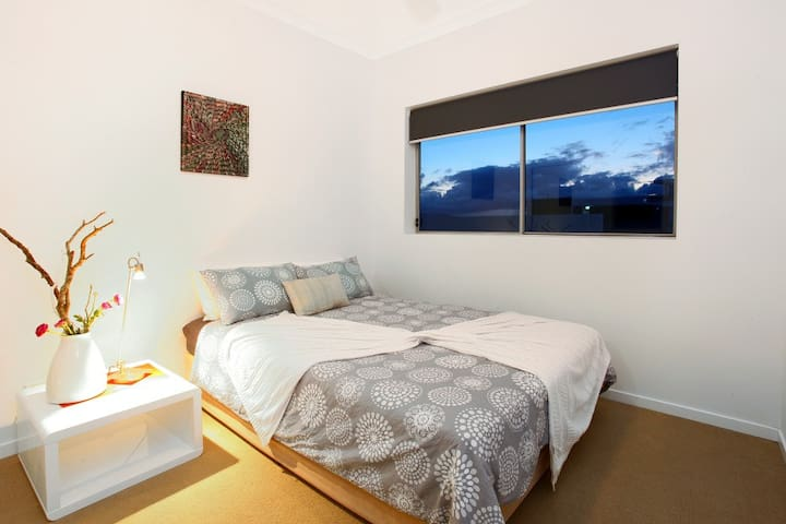 HARBOUR QUAYS - BROADWATER AREA - Biggera Waters - Apartment