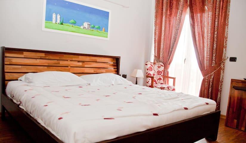 Meridian Tirana Hotel - Tirana - Bed & Breakfast