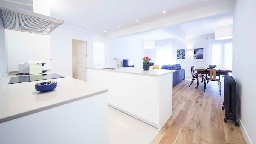 Amazing Apartment 200m Gros Beach 7 pax!