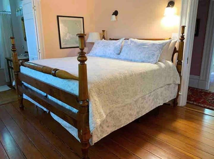 The Sara Delano Room at the Delano Homestead B&B