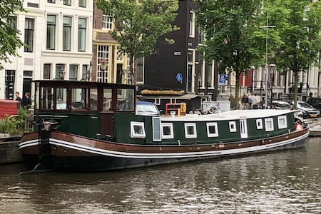 Romantic B&B houseboat in the historic center