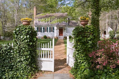Safe Escape- Secluded, Historic Private 110 Acres
