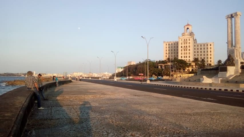 A 50 metros del Hotel Nacional y del Malecón