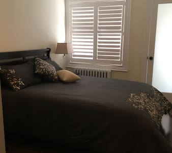 Charming EN SUITE Room In Kensington Market - Toronto - House