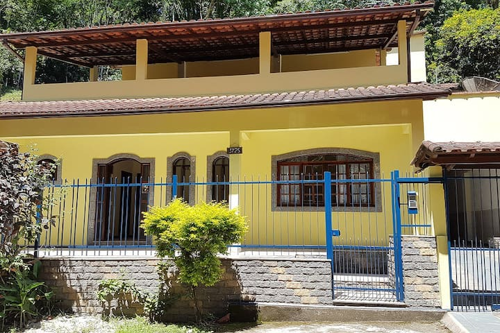 Casa ampla em Penedo - Penedo - Maison