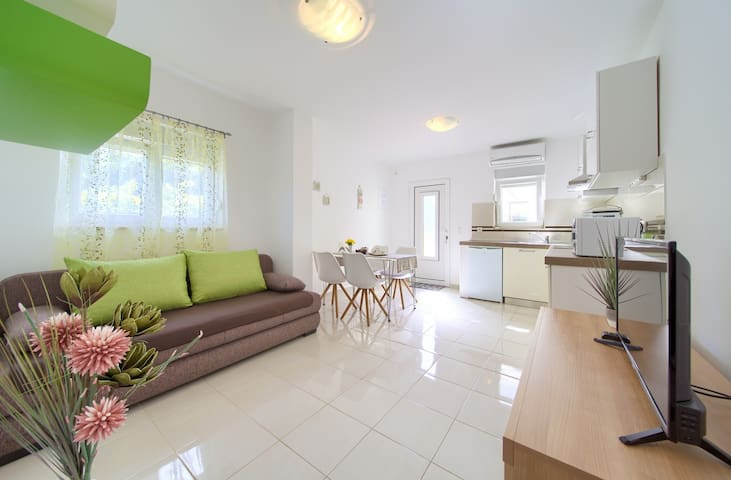 Apartment Salvia - close to the beach and center