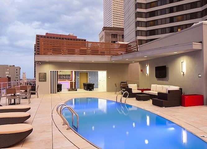 Canal Street Luxury Apt| Bay Window G45