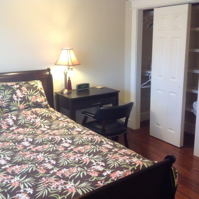 Bedroom picture 2