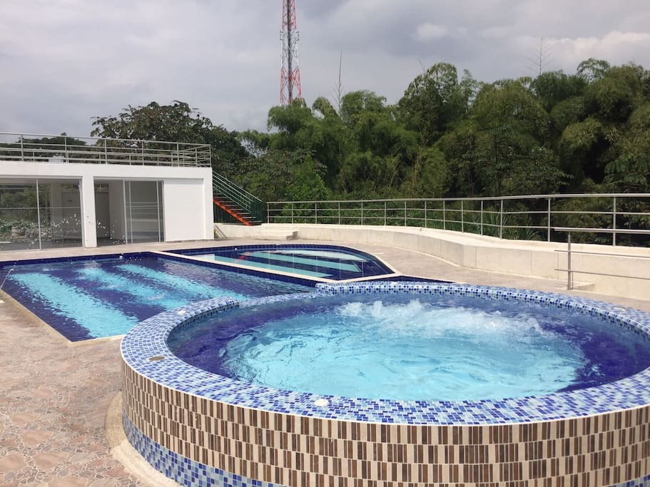 Delicious pool and jacuzzi to relax/Deliciosa piscina y jacuzzi para relajarse