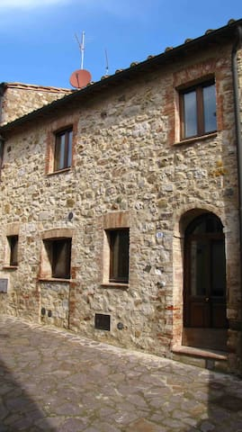 Castiglione d'Orcia, centro storico - Castiglione d'Orcia - House