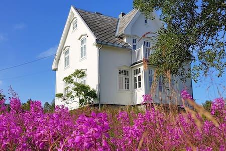 Vakkert feriehus i Vesterålen