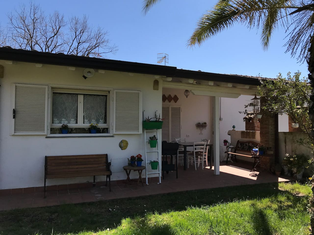 Ingresso lato giardino con patio