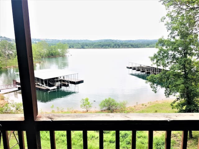 Wonderful Waterfront 4-Bedroom RIGHT ON the Water!