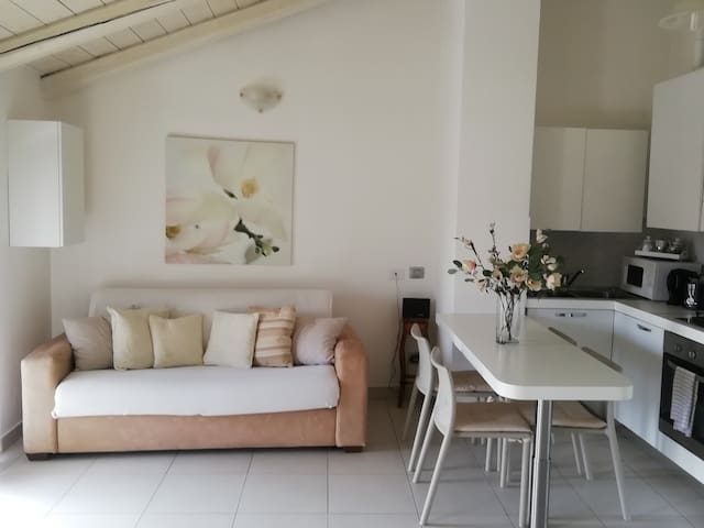 Casa romantica con terrazza vicino al fiume
