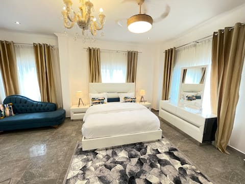 Lovely Private En-Suite room with free breakfast
