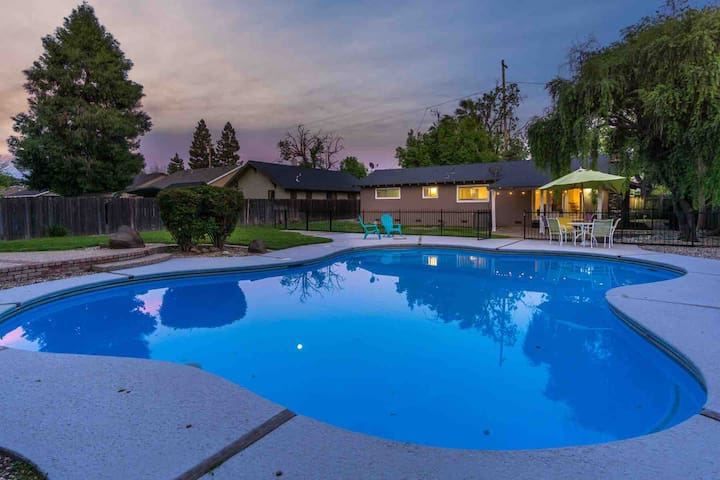 Cozy All Hardwood Home w/POOL in the Chico Ave's..