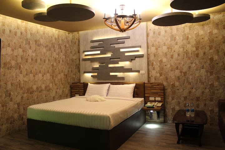 24hrs Whole new Spa room, 20 mins to airport八