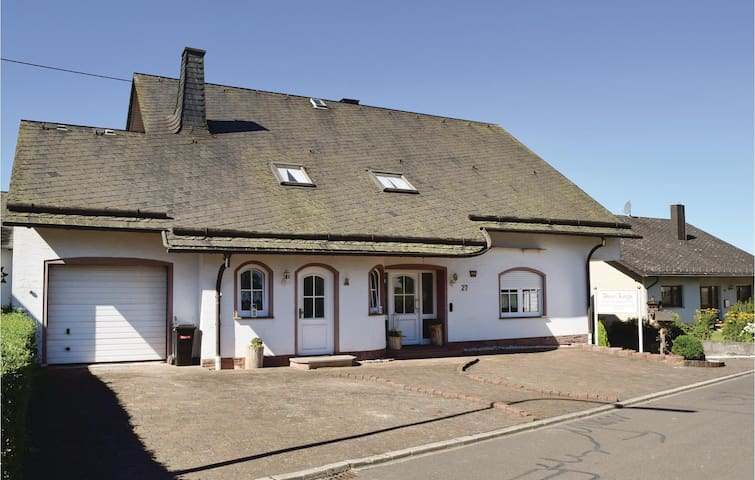 Holiday apartment with 3 bedrooms on 85 m² in Gonzerath