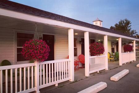 Hillcrest Inn and Motel Room 3