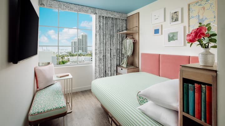 Queen Room Bay View