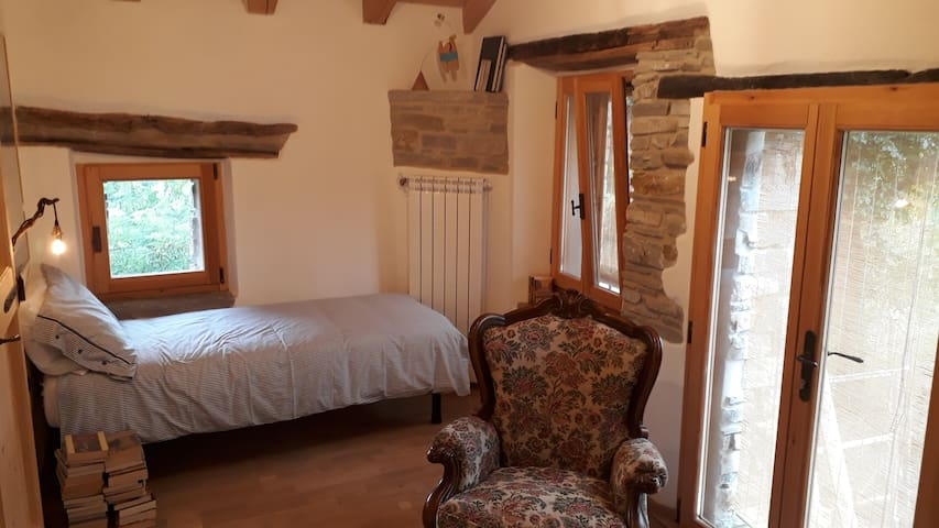 Bologna hill coutryside double room single beds