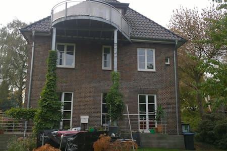 14qm Zimmer in Altbau-Villa in Hamburg-Marinthal - ฮัมบูร์ก