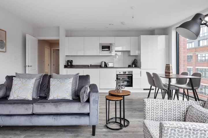Modern Spacious Flat In Central Birmingham