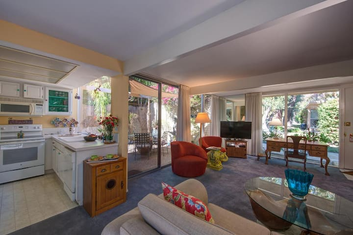 Mid-Century Hollywood Hideaway, 2 BD, 2 Ba - Palm Springs - Villa