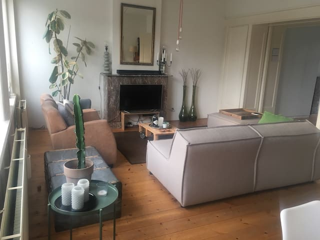 Spacious and light apartment in Heemstede