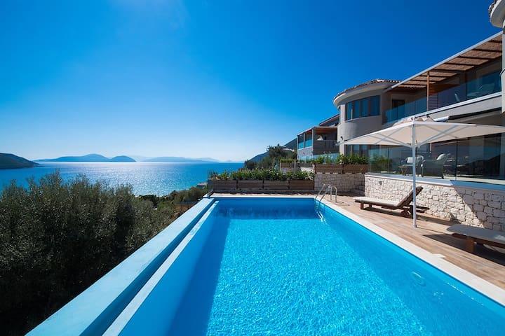 Stylish Villa Mare With Pool & Amazing Sea Views
