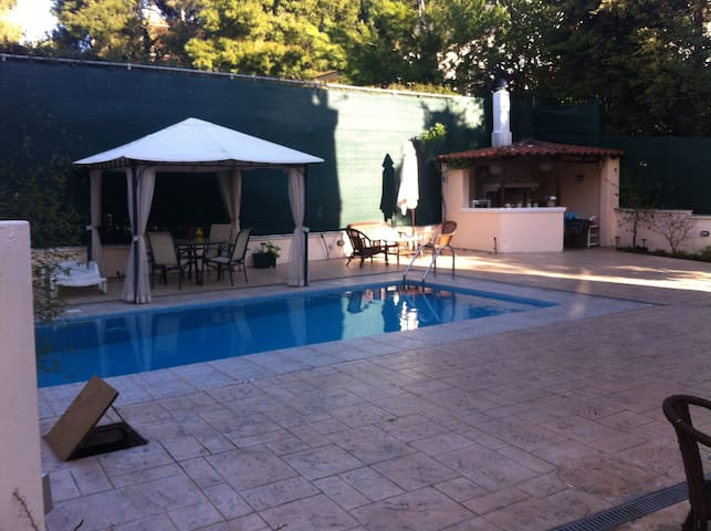 Luxurious maison with piscine and bbq