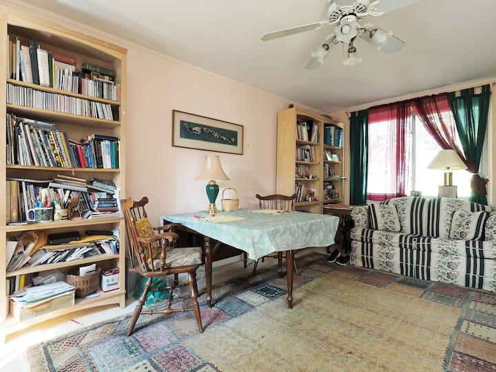 Room in Quaint Historic Townhouse