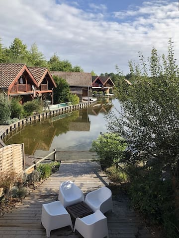 Lovely chalet for 7 people, near Lake Hourtin, WIFI